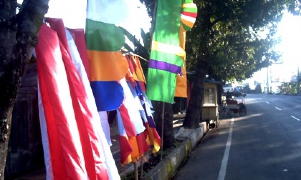Pedagang Bendera Mulai Hiasi Sudut Kota Banjar