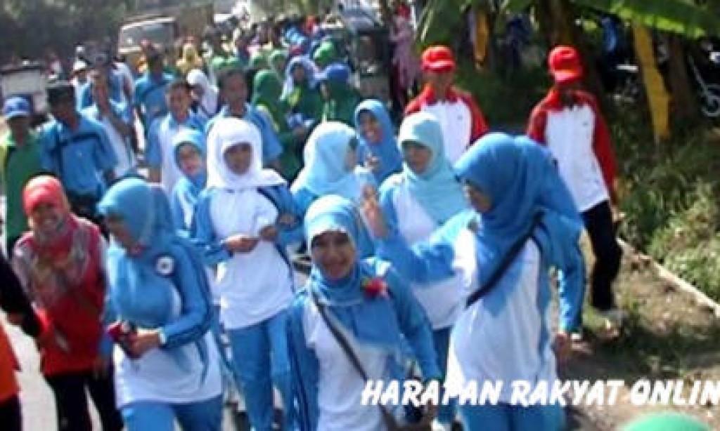 Di Pangandaran, Ratusan Guru Turun ke Jalan