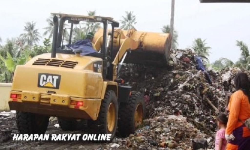 Sampah Sisa Perayaan Tahun Baru Masih Menumpuk di Pangandaran