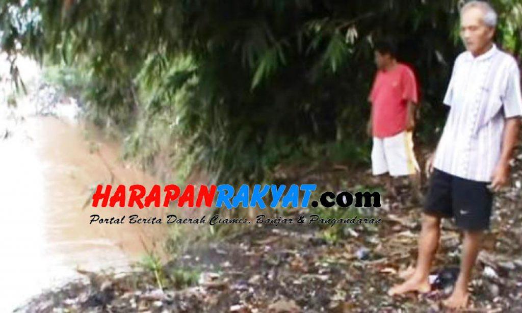 Bantaran Sungai Terkikis, Warga Parungsari Banjar Terancam Banjir