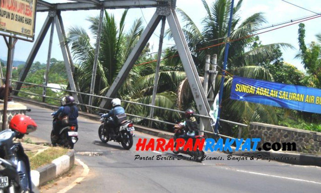 Jalan Jembar Banjar Berlubang, Bahayakan Pengendara Motor