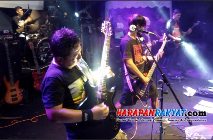 Tampilkan Musik Cadas, Pentas Musik Rock di Banjar Aman Dan Tertib