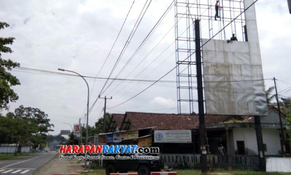 Billboard Bergambar DPRD Jabar di Pangandaran Dibongkar