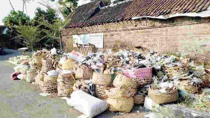 Tumpukan sampah sayuran