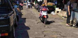 Warga Keluhkan Jalan di Area Pasar Ciamis Rusak Parah