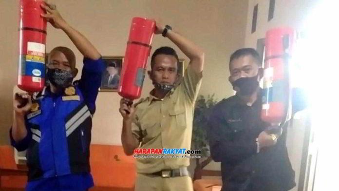 Petugas Damkar saat inspeksi di Gedung DPRD Kota Banjar. Foto: Muhlisin/HR.