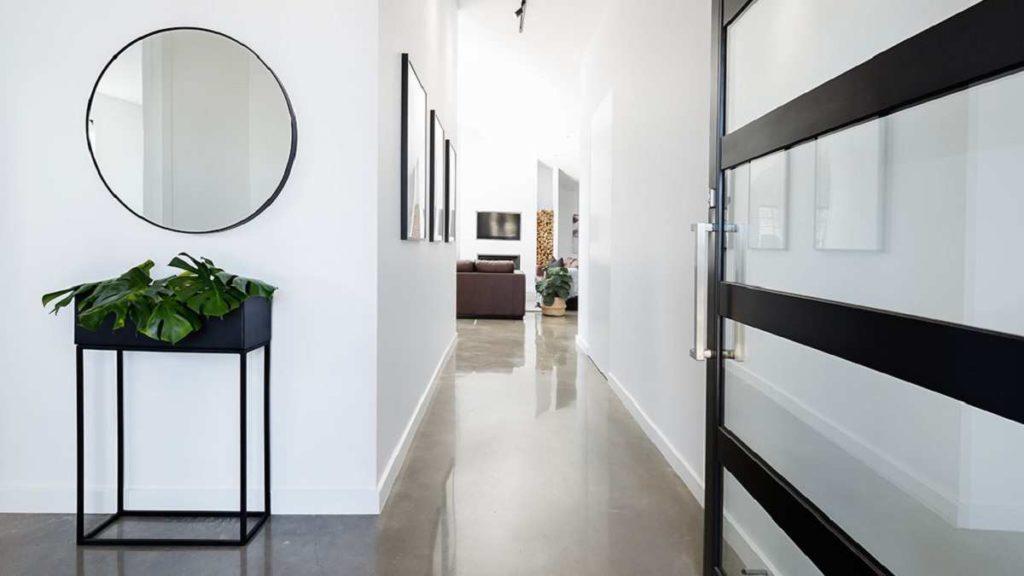 Desain Koridor Rumah yang Unik dan Serasi dengan Konsep Rumah