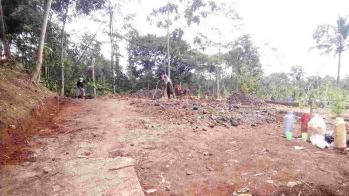 Warga Desa Bangbayang Ciamis Buka Lahan Parkir Area TPU