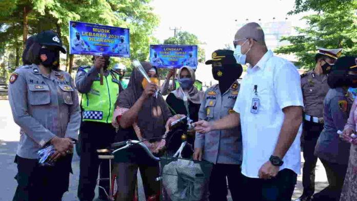 Para Srikandi di Kota Banjar Tebar Bunga Gelorakan Semangat Kartini
