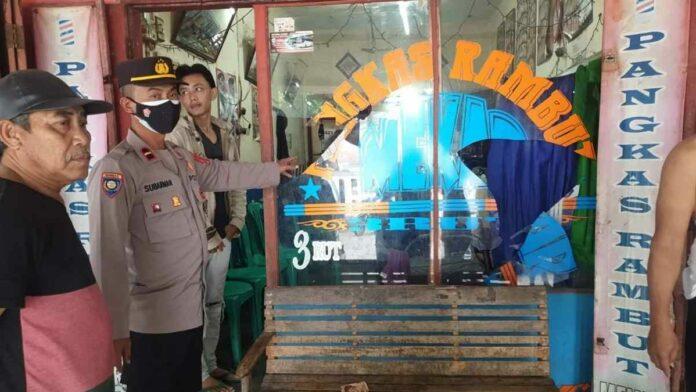 Tukang Cukur di Tasikmalaya