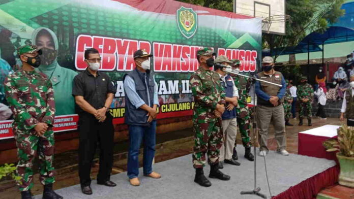 Pangdam III Siliwangi Pantau Vaksinasi di Pangandaran